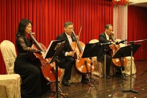 大提琴演奏:MBA-13段逸君學姐、財管系鄭義老師、資管系林信惠老師