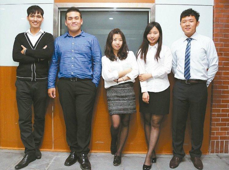 中山大學財管系學生畢業前即順利找到工作,分享成功經驗。 記者徐如宜/攝影