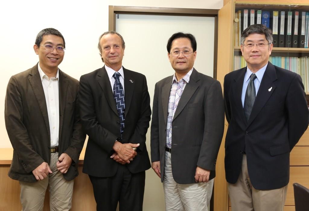 郭志文國際長、Dr. Ed Weymes、黃志青副校長、陳永福主任合影