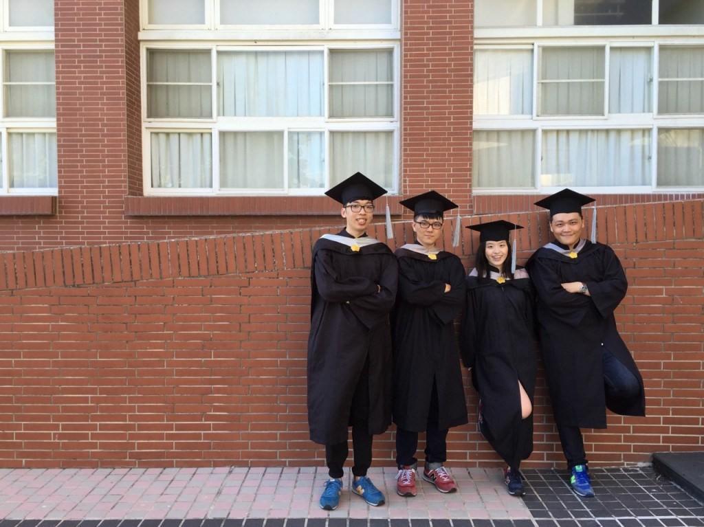 駐點在中山大學育成中心的「語復佳」團隊,左至右為王任輝、車建禹、黃芷琪和侯承志。照片由團隊提供