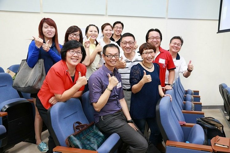 中興大學企管系教授喬友慶(前排中)與第一屆T4聯合課程學員合影。 中興大學/提供
