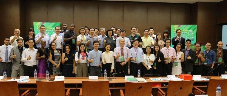 18名外籍青年參加中山大學的「顧問諮詢專案計畫」,到業界實習並進行實境分析。記者徐如宜/攝影