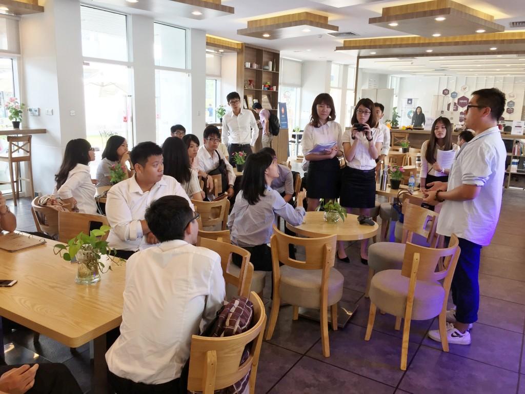 參訪學生與當地創客對談