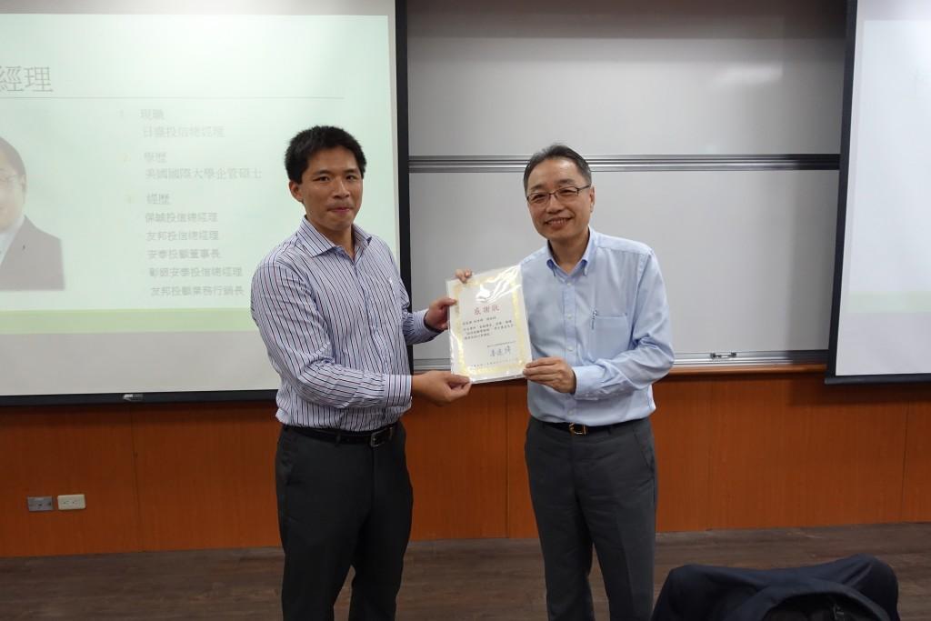 王志瑋老師(左)、柯世峰總經理(右)