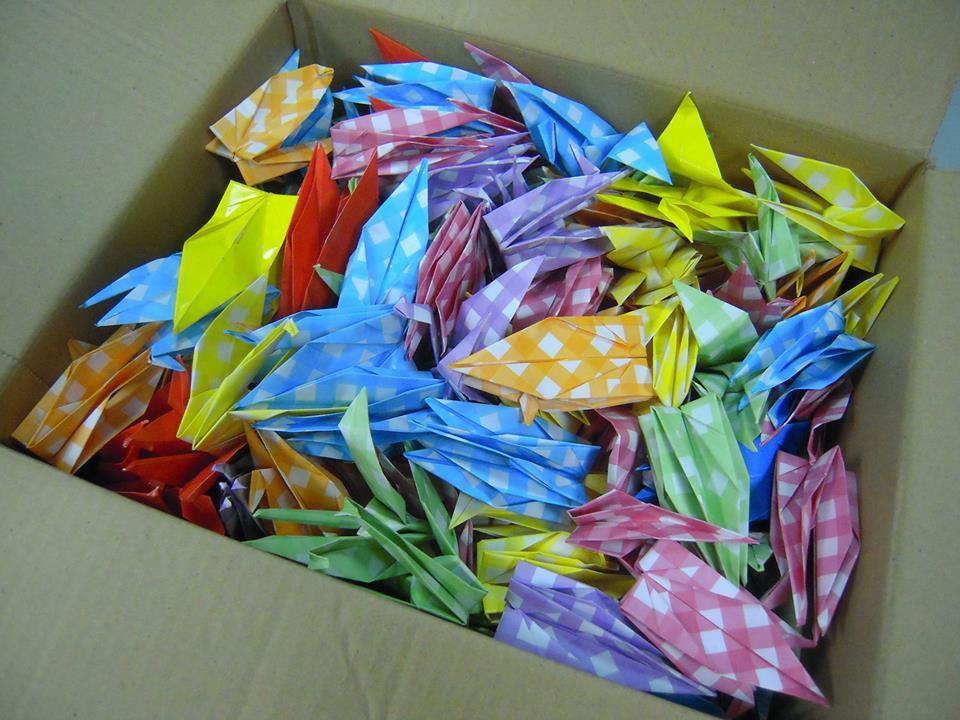 學生親手摺的祈福紙鶴