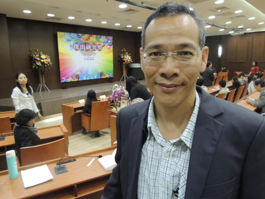 ▲中文系教授賴錫山獲得科技部傑出研究獎引人注目。