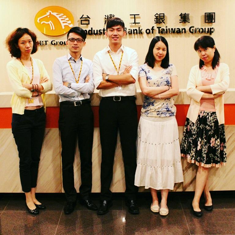 柯博譯(中)大三暑假參加台灣工業銀行實習