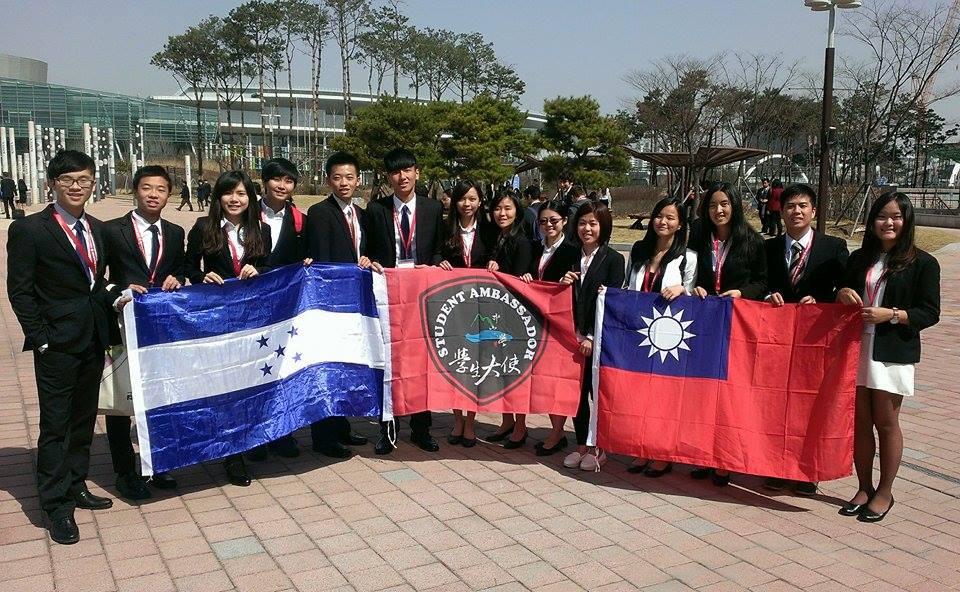 致力推動國際交流,積極吸引國外優秀人才,推動學生參與國際事務