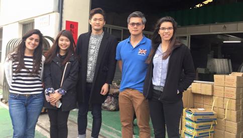 BMBA學生Ariana Ohana, Una Shih, Chun Hsiang Hsu and Mariandrea Hernandez與企業代表(右二)合影