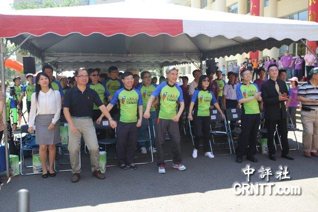 中興大學、成功大學、中山大學、中正大學四校組成的台灣綜合大學系統,號召四校上百位師生舉行單車接力環島,27日在中興大學舉辦啟程記者會。(中評社 林谷隆攝)