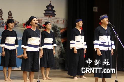 京台論壇開場前安排台灣原住民歌唱表演以接地氣。(中評社 高易伸攝)