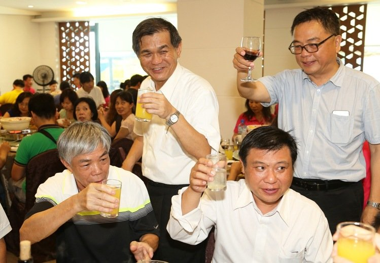 新任科技部部長楊弘敦(左二)。記者劉學聖/攝影