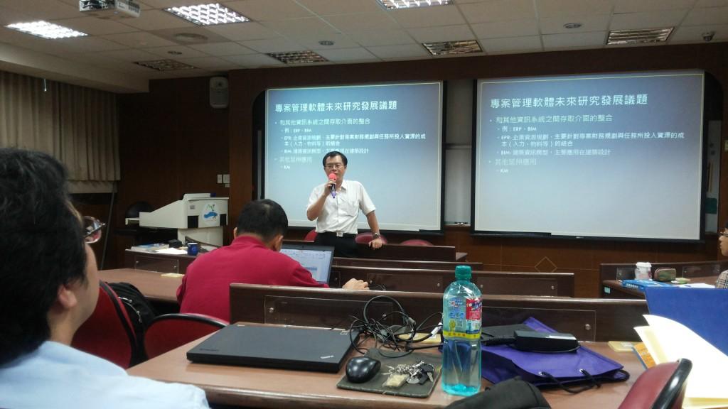 胡瑞賢校友在資管系專案管理課堂上演講實況