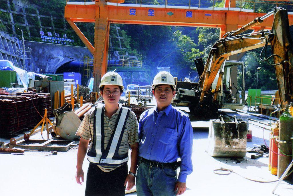1997年於雪山隧道入口處工地