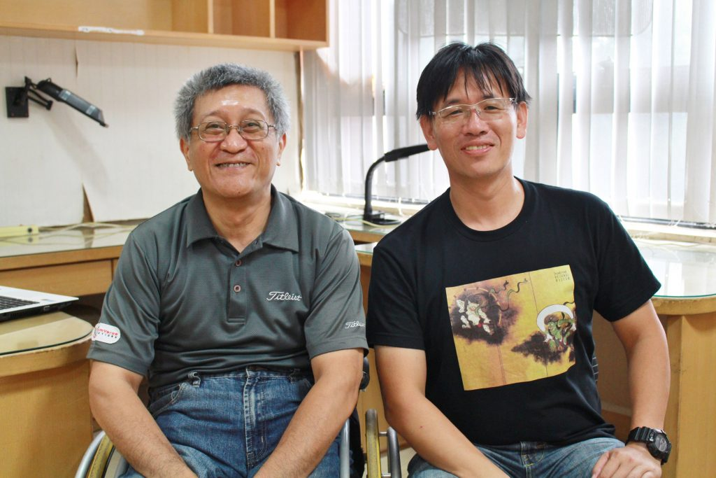 卓雍然博士(左)與王議賢博士(右)