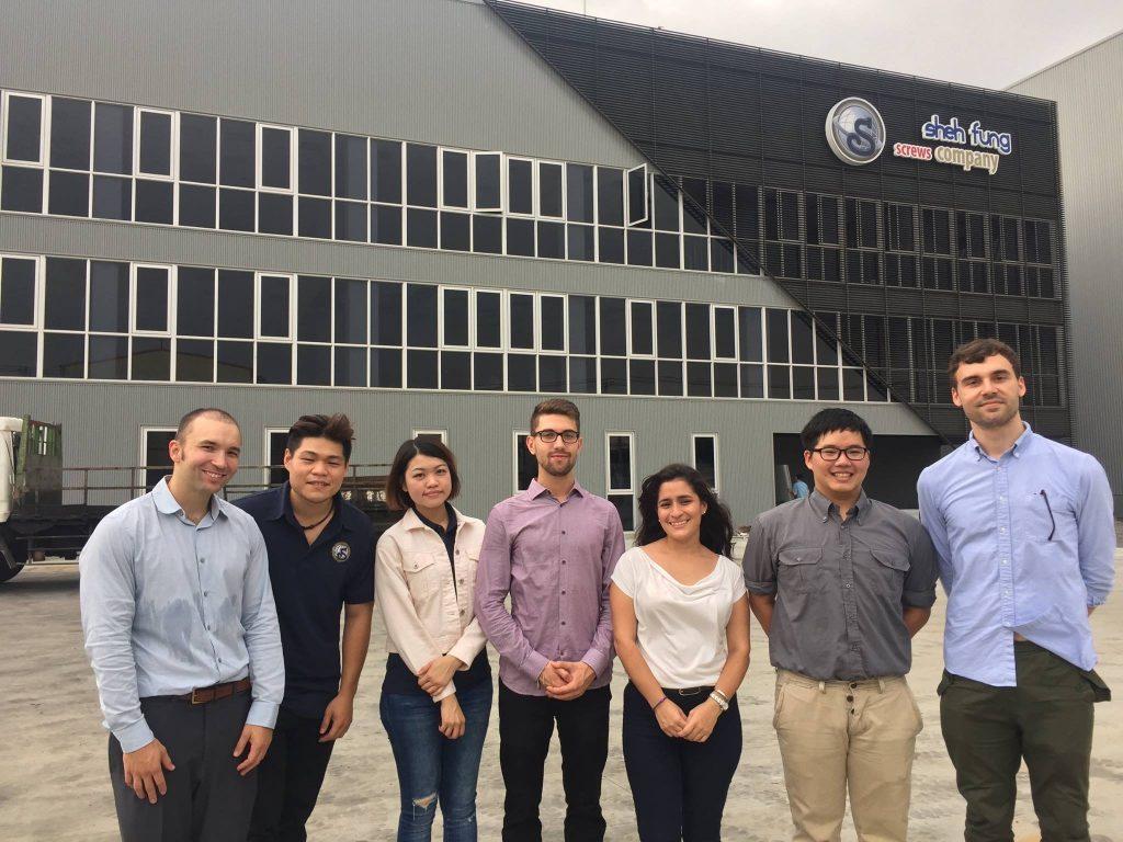 世豐螺絲組成員(左一為來自美國的Lucas)拜訪企業,左二、三為業務專員趙俊珽、戴韵祈。