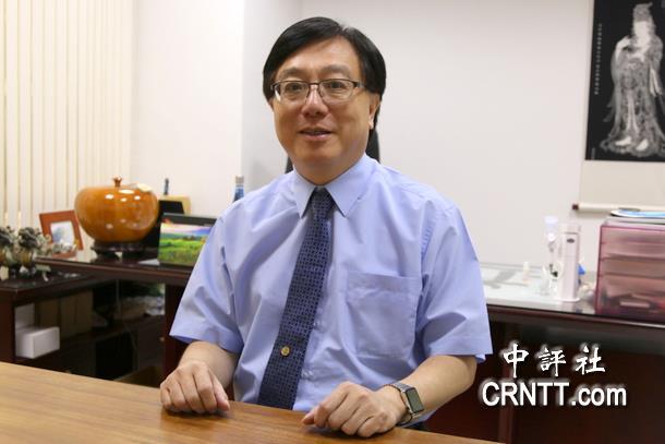 """鄭再興認為,全球化的方向沒錯,但對台灣企業而言80%以上只需要""""全中國化""""就好,而這也是經濟現實的考量。(中評社 高易伸攝)"""