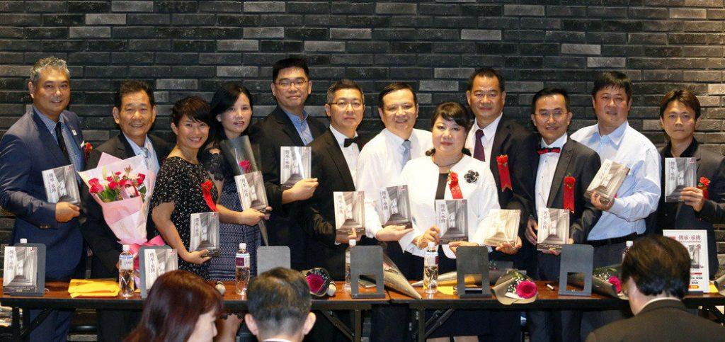中山大學 E17 12位CEO 共同出書傳承創業經驗。記者劉學聖/攝影
