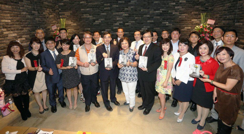 中山大學 E17 12位CEO 共同出書傳承創業經驗。記者劉學聖/攝影2