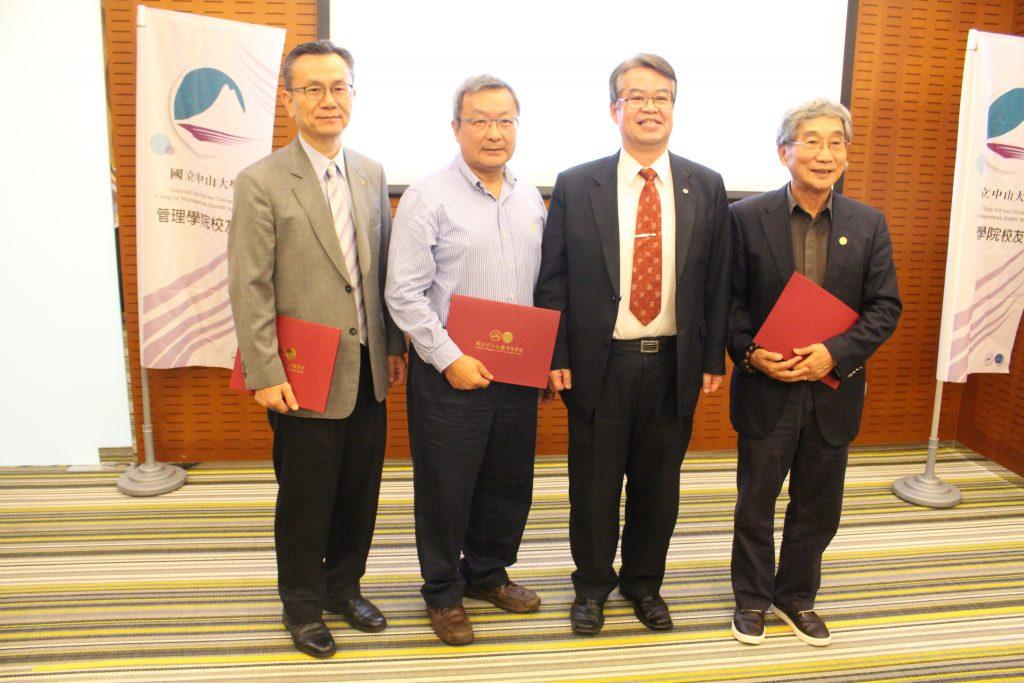 由左而右:蔡崇禮榮譽顧問、謝進南榮譽顧問、黃德成榮譽會長、蘇成達譽顧問