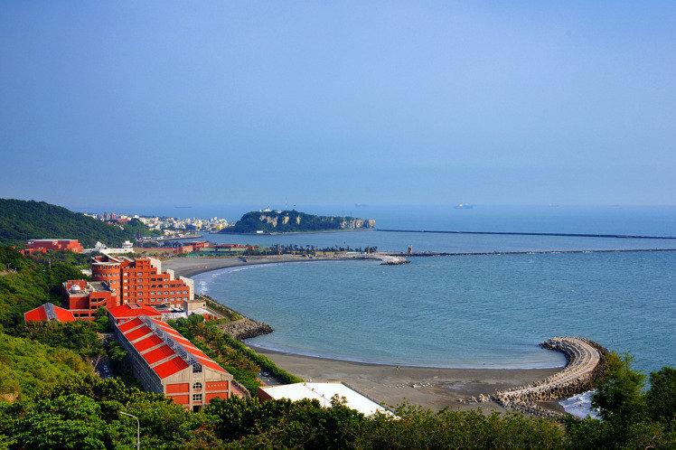 中山大學位於風景優美、人文薈萃的高雄西子灣,就讀中山EMBA將「翻轉您的視野,豐富您的人生」。 中山大學EMBA/提供