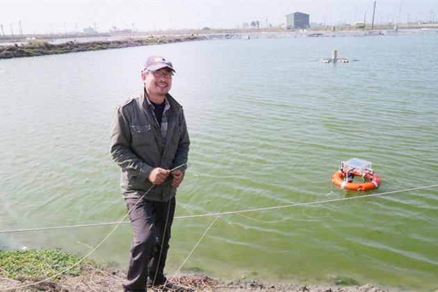 漁民戴順卿說,養殖水產業者過去所積累經驗法則,在極端氣候變異中紛紛踢到鐵板。 李福忠/攝影